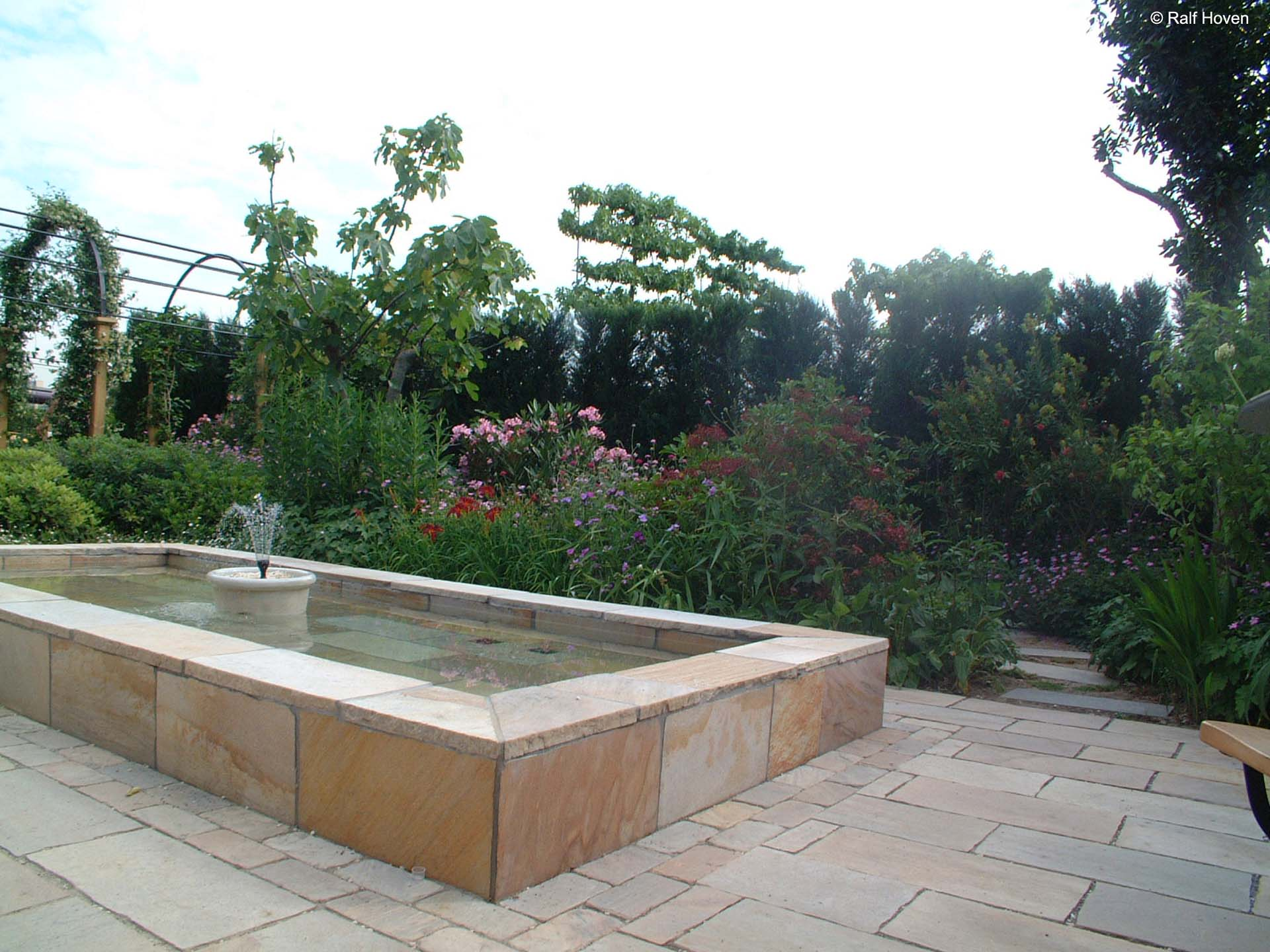Ehrfürchtig Bachlauf Im Garten Design